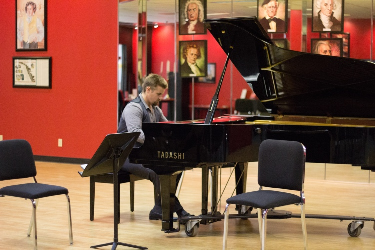 David warms up before tackling the Franck Sonata